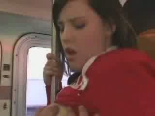 Sexy studentská entered v špatně autobus video