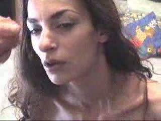 Graikiškas mergaitė receives a nuleidimas ant veido video