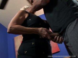 Duży boobie babunia vikki vaughn likes coarse duży kutas seks