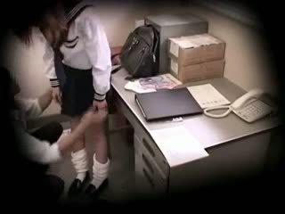 Šolarka zasačeni stealing blackmailed 15