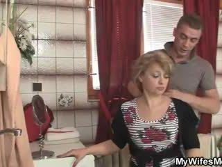 Ze rides zoon in wet lul en zijn vrouw comes in