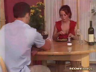 Konečný alexis smieť alexis gets stôl topped