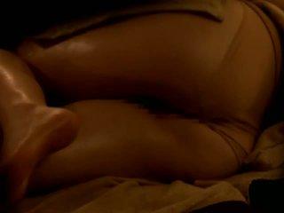 Reluctant azijke žena zajebal s ji masseur na vohun kamera