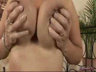 Breasty dame mastrubacija