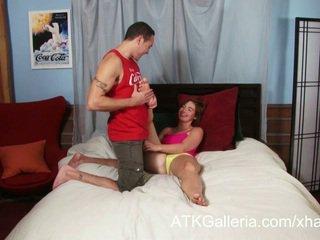 Jodi taylor enjoys neki anális és rubs -ban elélvezés