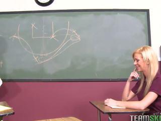 Innocenthigh blondine schoolmeisje tiener kaley hilton f