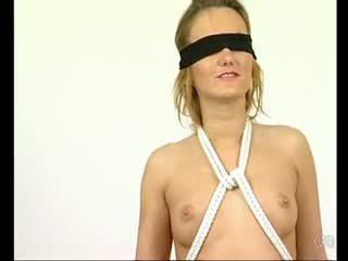 它 takes two 人 到 領帶 她的 向上 - julia reaves