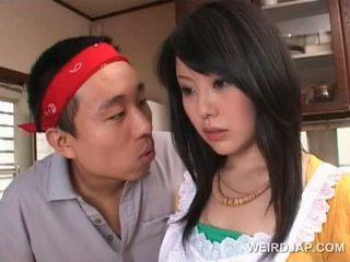 Aziatike housekeeper gets sexy assets teased nga i eksituar guy
