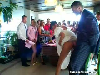Boda whores are follando en público