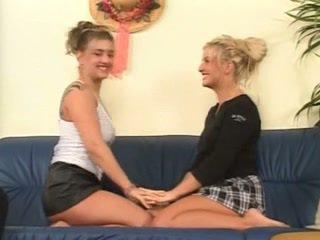 Anna michelle en twin sister