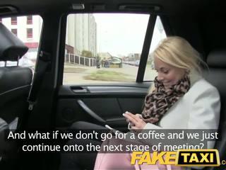 Faketaxi blond kunde seduced von taxi driver