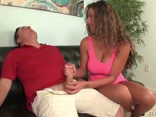 Clubtug-horny ティーン jerks オフ 彼女の 叔父