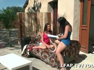 Petite francaise sodomisee sur le divan a l exterieur devant Candice