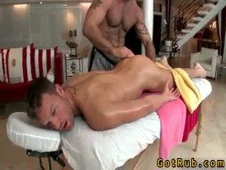 Hunk gets astounding homo масаж