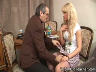 Erotisks blondie shaged brutally līdz viņai samaitātas skolotāja.