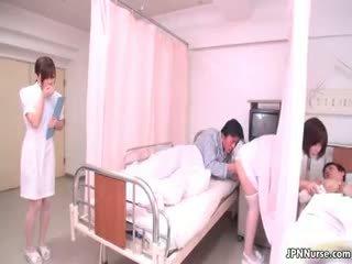 Mini japonsko medicinska sestra giving a fafanje part4