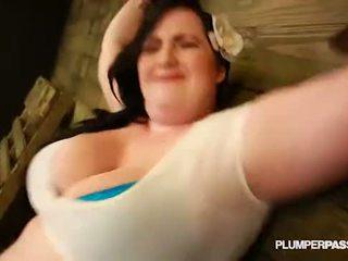Сексуальна товстушка eliza allure submits і fucks її майстер