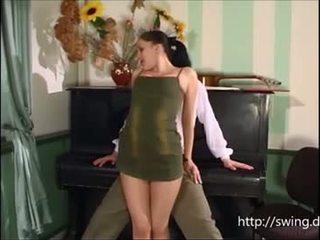 Đàn piano giáo viên fucks sinh viên