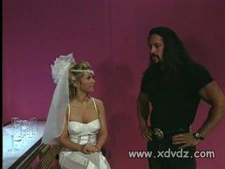 Adembenemend bruid bones een lang haired stripper