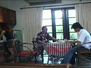 старий + молодий, тайська