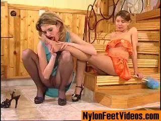 Ninette dan alice erotis kaus kaki stoking kaki adegan