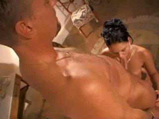 Модел christina bella в горещ сцена