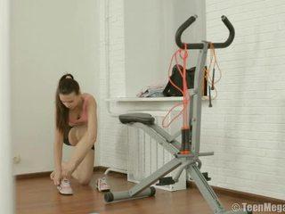 Spor tugjob puts üzerinde i̇nce clothes içinde kadın fışkırma