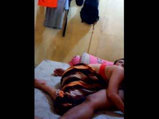 Indonezietiškas mažutė had jos putė licked ir fingered