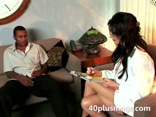 Maduros raven plays enfermeira com negra hunk