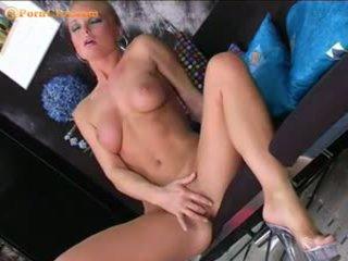 Silvia saint masturbates koos tema uus vibraator