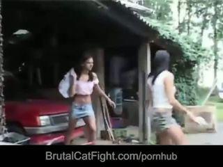 Hussy kočička causes a catfight a gets fucked