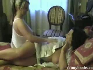 Bea flora ar aneta buena krūtainas lesbietes