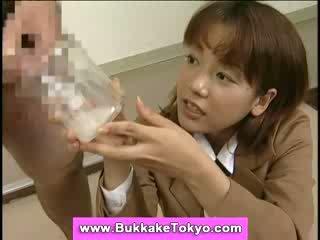 Japans bukkake sperma slet