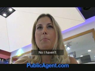Un sexo agent es afortunado a joder un rubia nena en coche