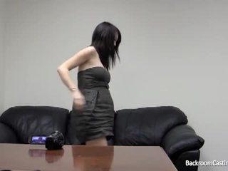 μελαχροινή, πρωκτικό σεξ, αυνανισμό