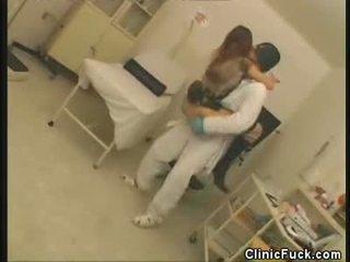 Smut paciente gal e masked enfermeira smut