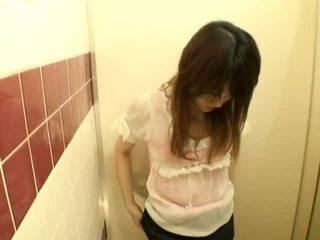 Spycam: tieners having seks op publiek toilet