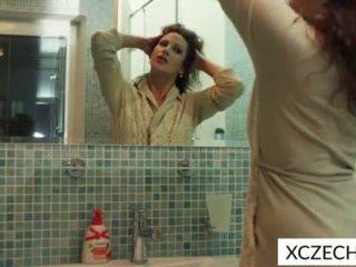 Szemérmetlen bevállalós anyuka -ban a zuhany
