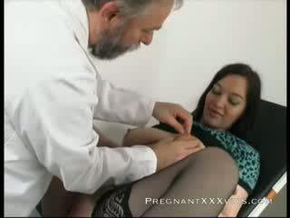 Prenant dokter examination