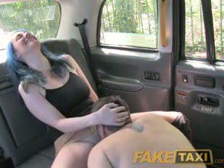Faketaxi hooters casal ter random sexo