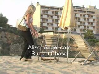 online beach, flashing i-tsek, teasing bago