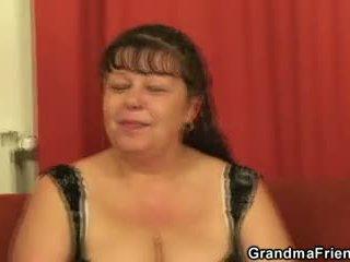 Topolake moshë e pjekur vogëlushe takes two cocks në dikur