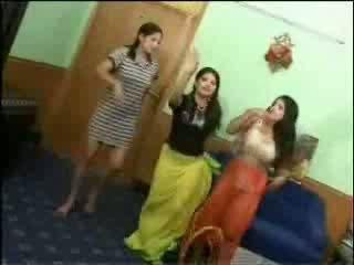 नग्न arab लड़कियों वीडियो