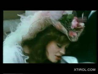 Klassiek blondine meisje poesje licked in een carriage