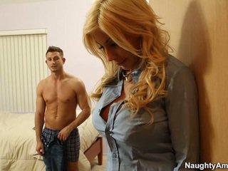 Grand titted blonde puma swede finds confort en companion boyfriends meat bâton