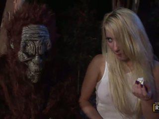 Unusual sekss ar uzbudinātas blondīne cāļi