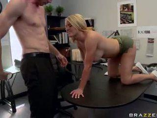 Lascivious krissy lynn stuffs a massive meatpole çuň in that guyr mouth until she chokes