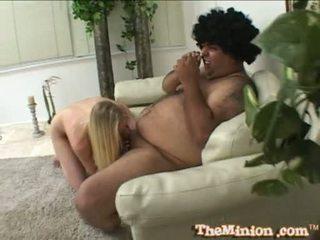 Aaliyah jolie ha larg një të vogla kokosh i një cubby chap