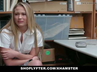 Shoplyfter - catholic skolniece pārmācītas par stealing