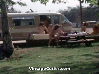 Naakt mensen bij de picnic